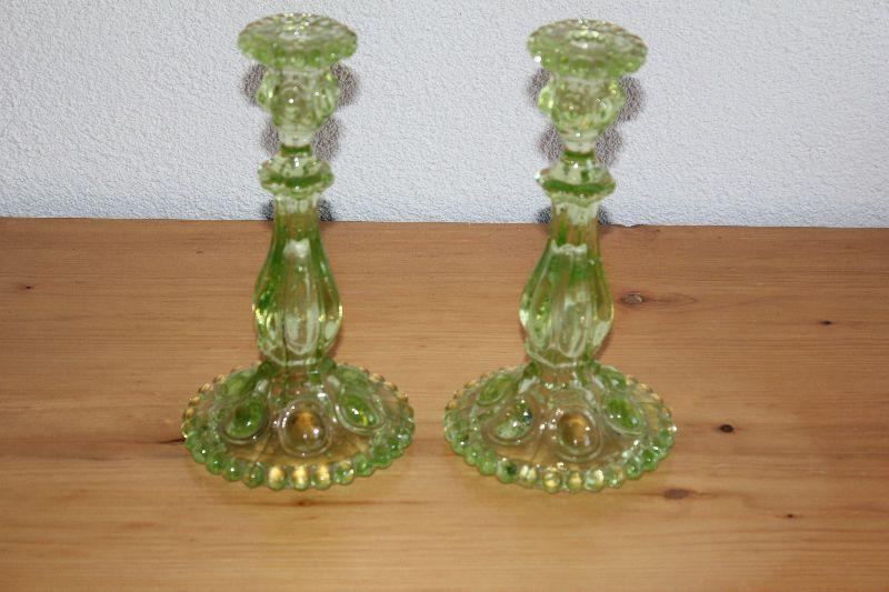 2 antike glas kerzenleuchter pressglas uranglas leuchter paar vor 1900 ebay. Black Bedroom Furniture Sets. Home Design Ideas
