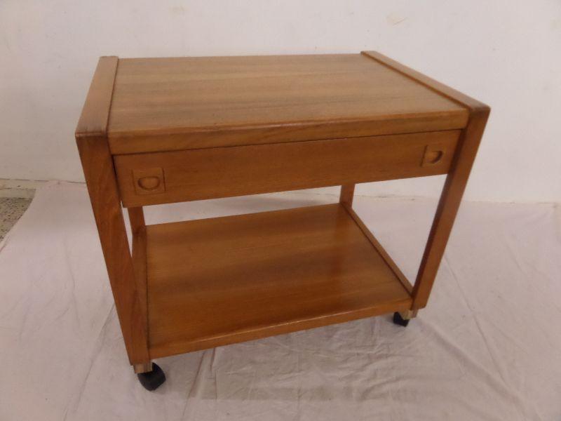 tisch beistelltisch mit schublade auf rollen holz teak 60er jahre midcentury. Black Bedroom Furniture Sets. Home Design Ideas