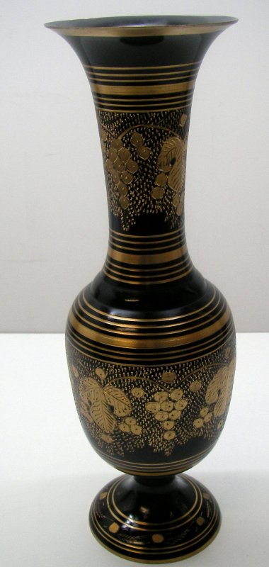 vase messing indien handarbeit gravur weintrauben schwarz gold deko sammler ebay. Black Bedroom Furniture Sets. Home Design Ideas