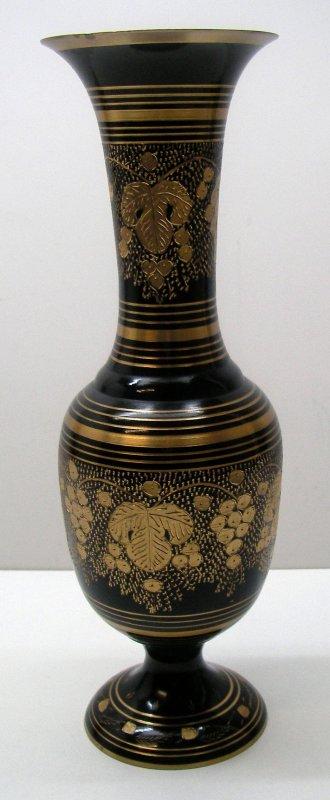 vase messing indien handarbeit gravur weintrauben schwarz gold deko sammler ebay. Black Bedroom Furniture Sets. Home Design Ideas