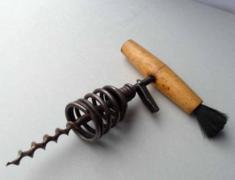 alter korkenzieher flaschen ffner mit pinsel holz ebay. Black Bedroom Furniture Sets. Home Design Ideas