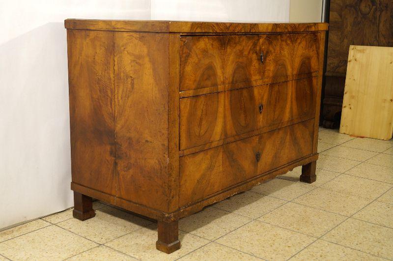 phantastische biedermeier kommode um 1810 nussbaum ebay. Black Bedroom Furniture Sets. Home Design Ideas