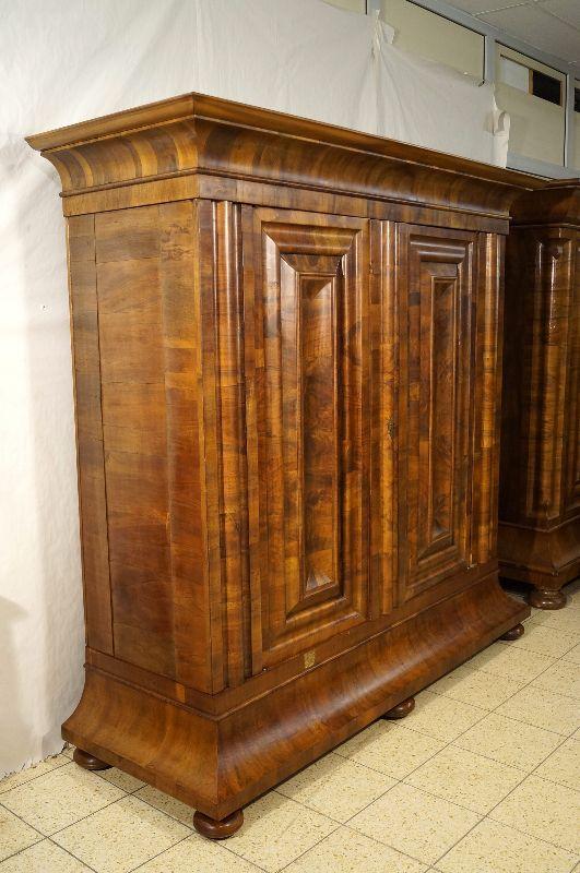 frankfurter wellenschrank barockschrank um 1740 nussbaum querfurniert freiburg. Black Bedroom Furniture Sets. Home Design Ideas