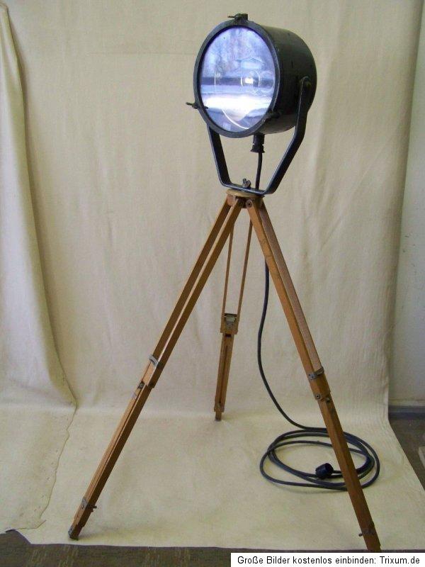 alter studio spot tripod stehlampe holz stativ art deco bauhaus design lampe ebay. Black Bedroom Furniture Sets. Home Design Ideas
