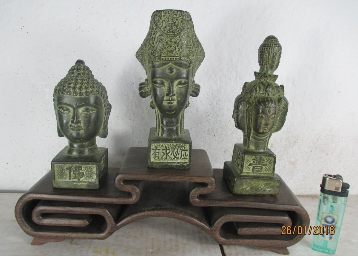3 alte buddha k pfe aus tibet bronze original set auf palisander regal 1970 ebay. Black Bedroom Furniture Sets. Home Design Ideas