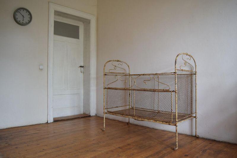 kinderbett metall gitterbett shabby jugendstil antik alt. Black Bedroom Furniture Sets. Home Design Ideas