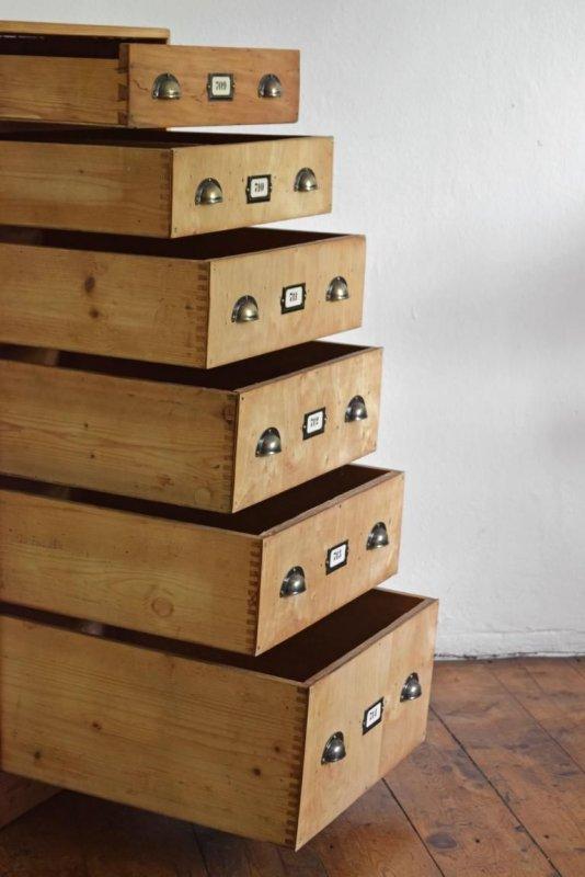 schubladenschrank antik schrank holz vintage fabrik loft. Black Bedroom Furniture Sets. Home Design Ideas