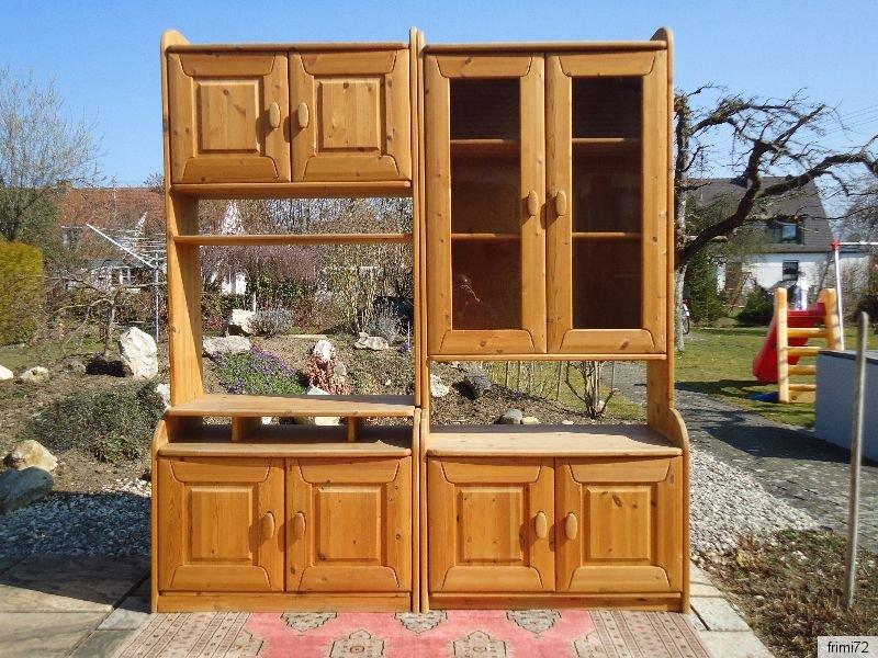 tolle kiefer wohnwand strukturiertes sch nes natur holz mit glasvitrine 4 augsburg. Black Bedroom Furniture Sets. Home Design Ideas