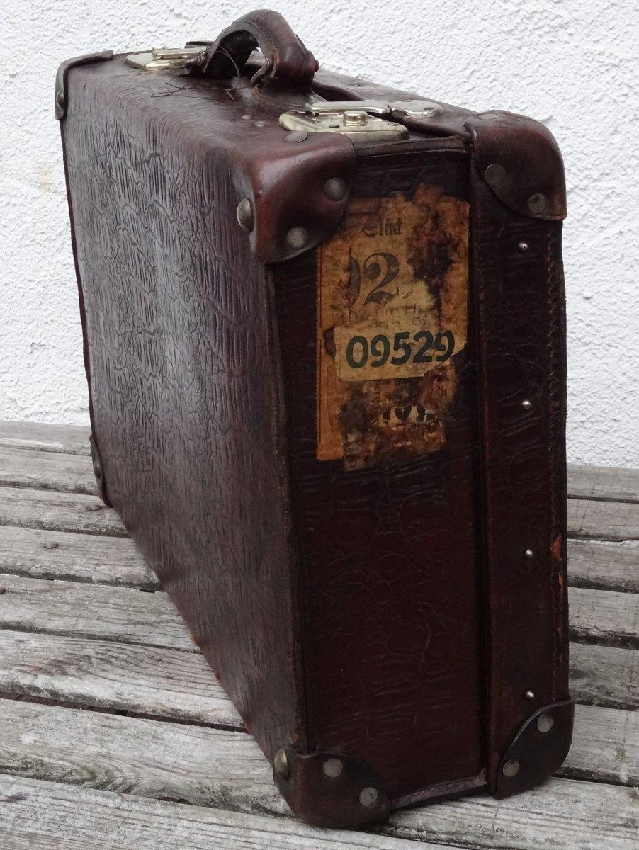 vintage suitcase antiker kleiner koffer deko oldtimer reisekoffer 1920 30. Black Bedroom Furniture Sets. Home Design Ideas