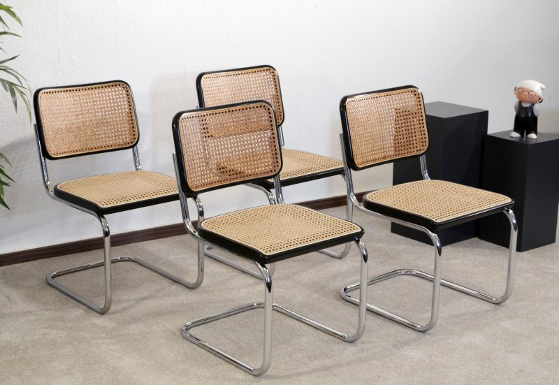 thonet s32 freischwinger bauhaus klassiker st hle schwarz breuer chairs ebay. Black Bedroom Furniture Sets. Home Design Ideas