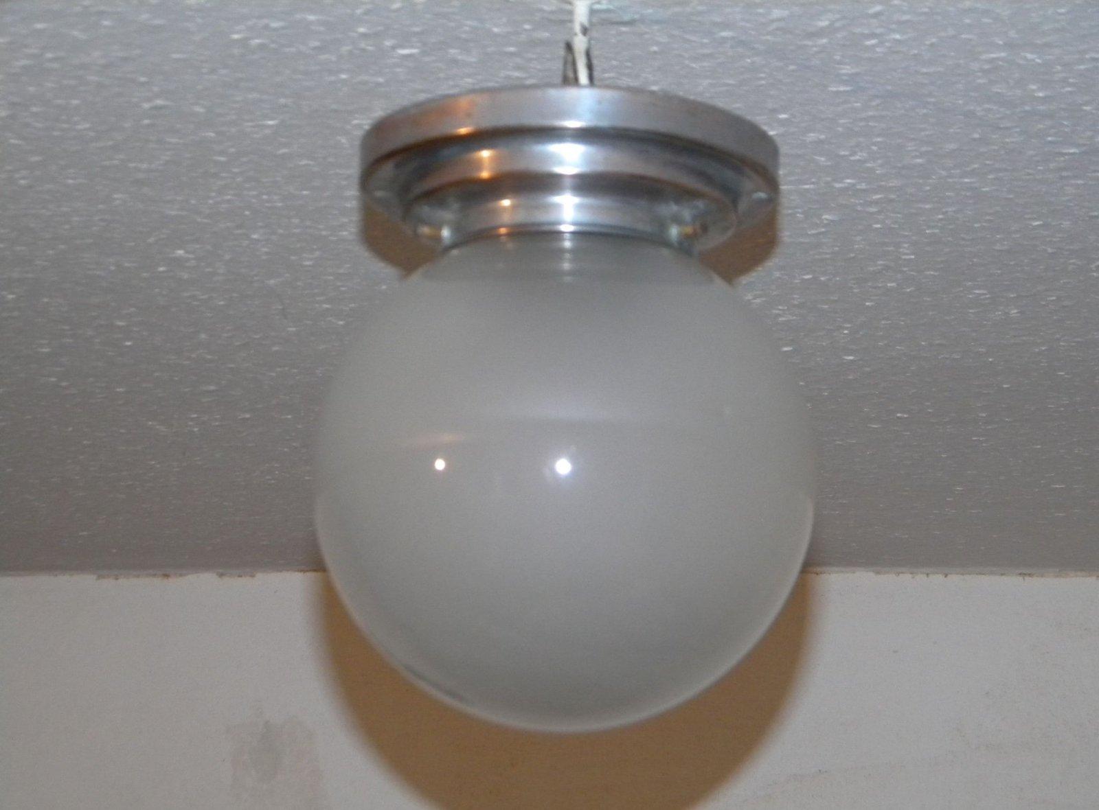 1930 deckenlampe kugellampe lampe satinierte glaskugel art for Kugellampe decke