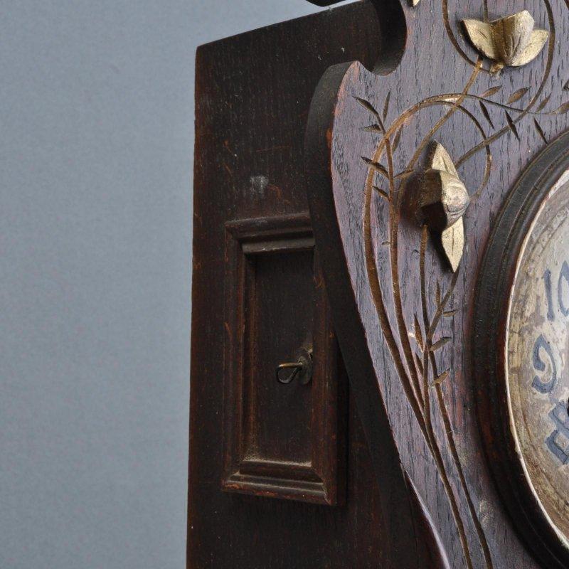 sehr dekorative jugendstil holz wanduhr freischwinger. Black Bedroom Furniture Sets. Home Design Ideas
