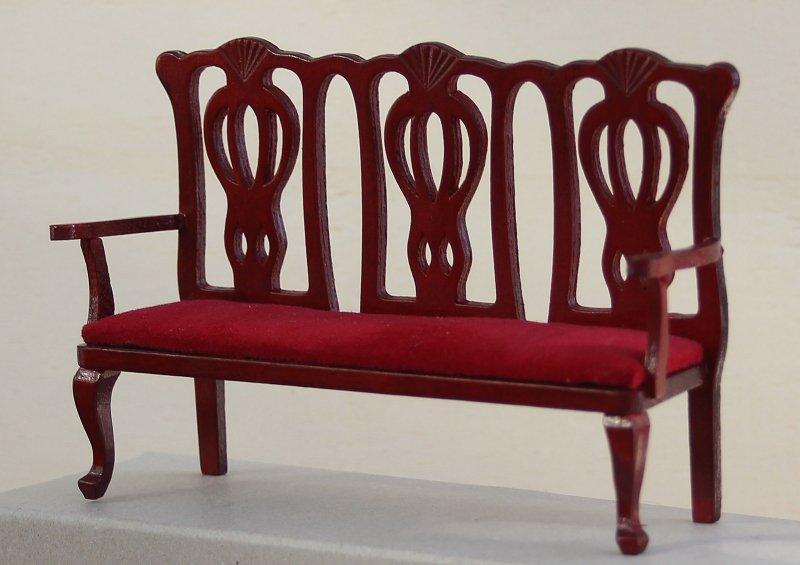 Holzbank Sitzer Style : Puppenstube holzbank sitzer mit rotem samt in mahagoni