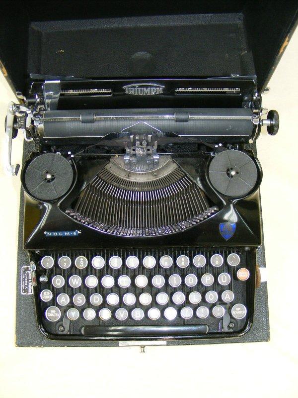 antique machine crire de voyage triumph norme 6 machine crire ebay. Black Bedroom Furniture Sets. Home Design Ideas