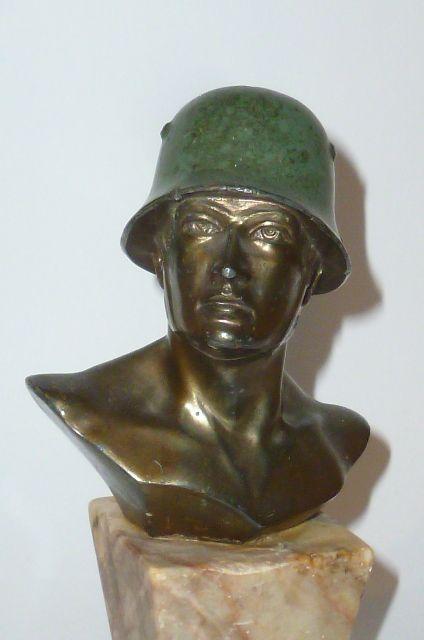 alte soldatenfigur stahlhelm 2 weltkrieg figur b ste wh 2 wk wehrmacht helmet ebay. Black Bedroom Furniture Sets. Home Design Ideas