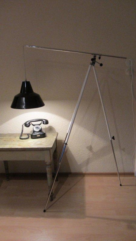 tripod galgen lampe dreibein stehlampe bauhaus emaille emailliert italy stativ ebay. Black Bedroom Furniture Sets. Home Design Ideas