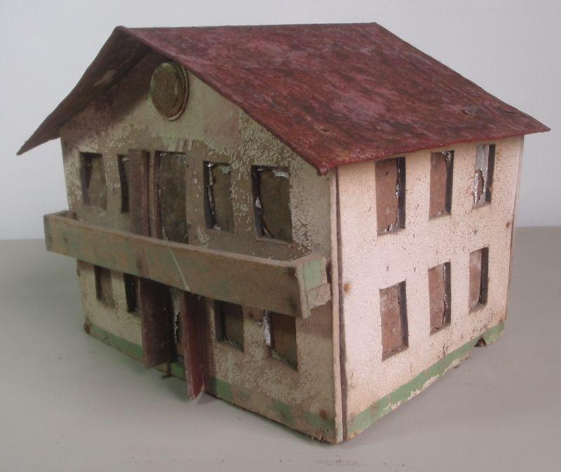 antikes gro s modell bauernhaus gartenhaus aus holz blech. Black Bedroom Furniture Sets. Home Design Ideas