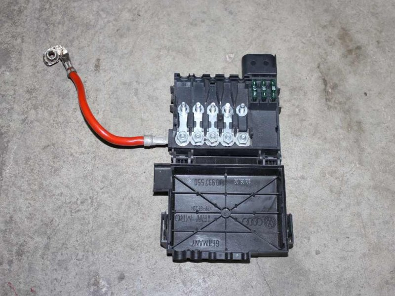 audi a3 8l golf 4 leon 1m sicherungskasten batterie. Black Bedroom Furniture Sets. Home Design Ideas