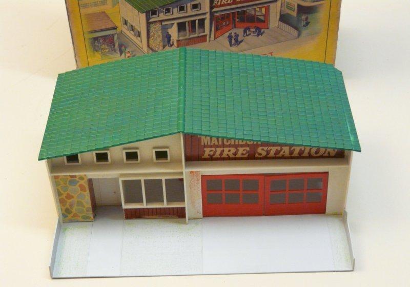 matchbox mf 1 fire station gr nes dach originalkarton. Black Bedroom Furniture Sets. Home Design Ideas