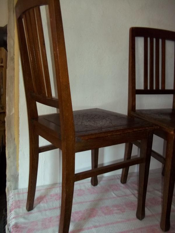 2 alte st hle holzst hle kneipenst hle stuhl stempel cawit. Black Bedroom Furniture Sets. Home Design Ideas