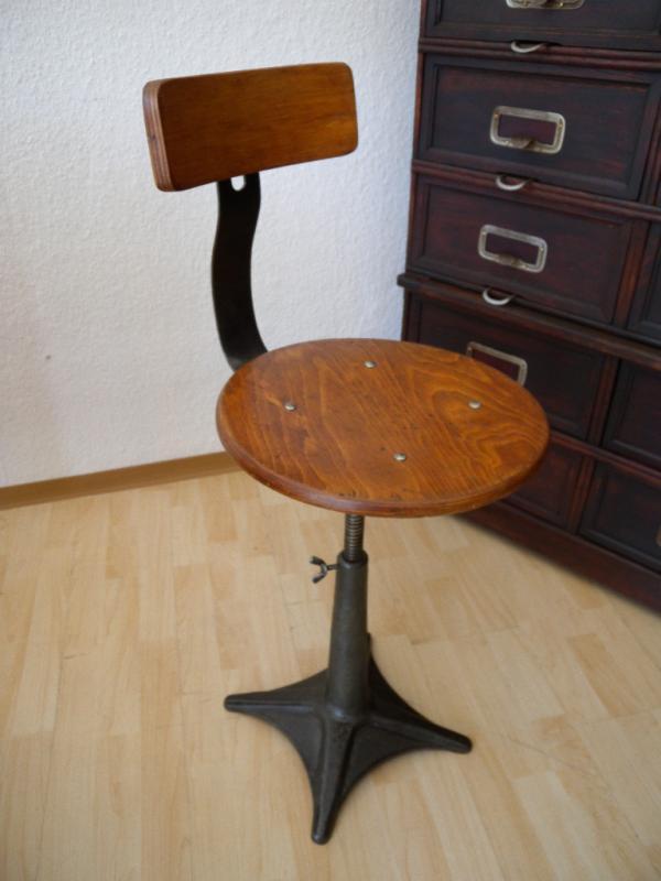 Hocker industriedesign werkstatt stuhl drehstuhl for Stuhl industriedesign