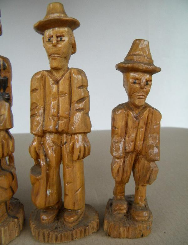 5 geschnitzte holzfiguren erzgebirge 1984 85 datiert urige schnitzerei annaberg ebay. Black Bedroom Furniture Sets. Home Design Ideas