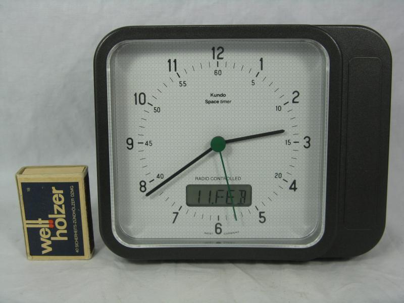 80 s design kundo space timer funkuhr radio controlled for Design funkuhr tisch