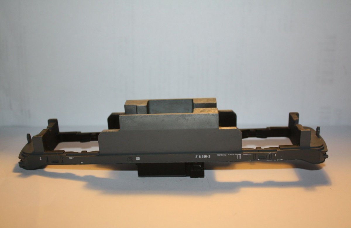 Ersatzteil Piko H0 218 296- Rahmen grau für verkehrsrote Lok -  DB AG