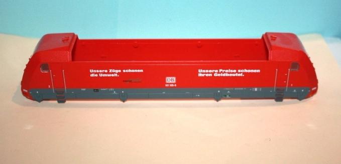 """Ersatzteil Piko BR 101 105-5 Gehäuse DB verkehrsrot """"Unsere Züge..."""" mit Dach"""