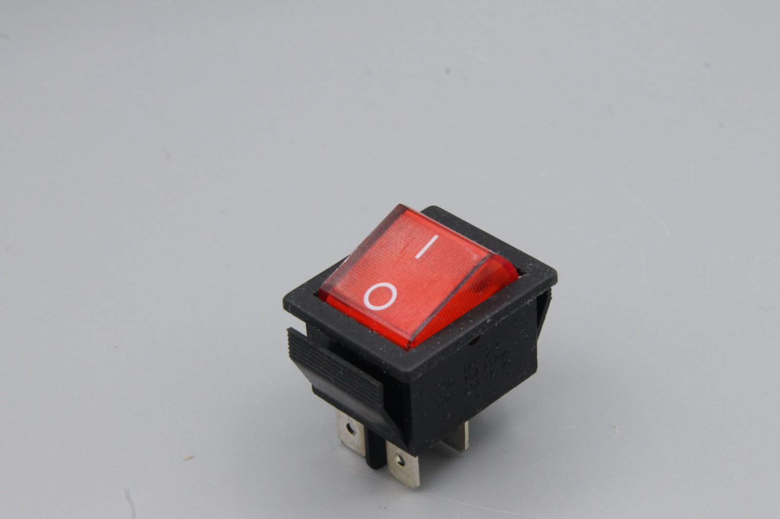 Wippenschalter 2-polig, rote Wippe - beleuchtet  250V~ 15A  Stellungen Ein / Aus