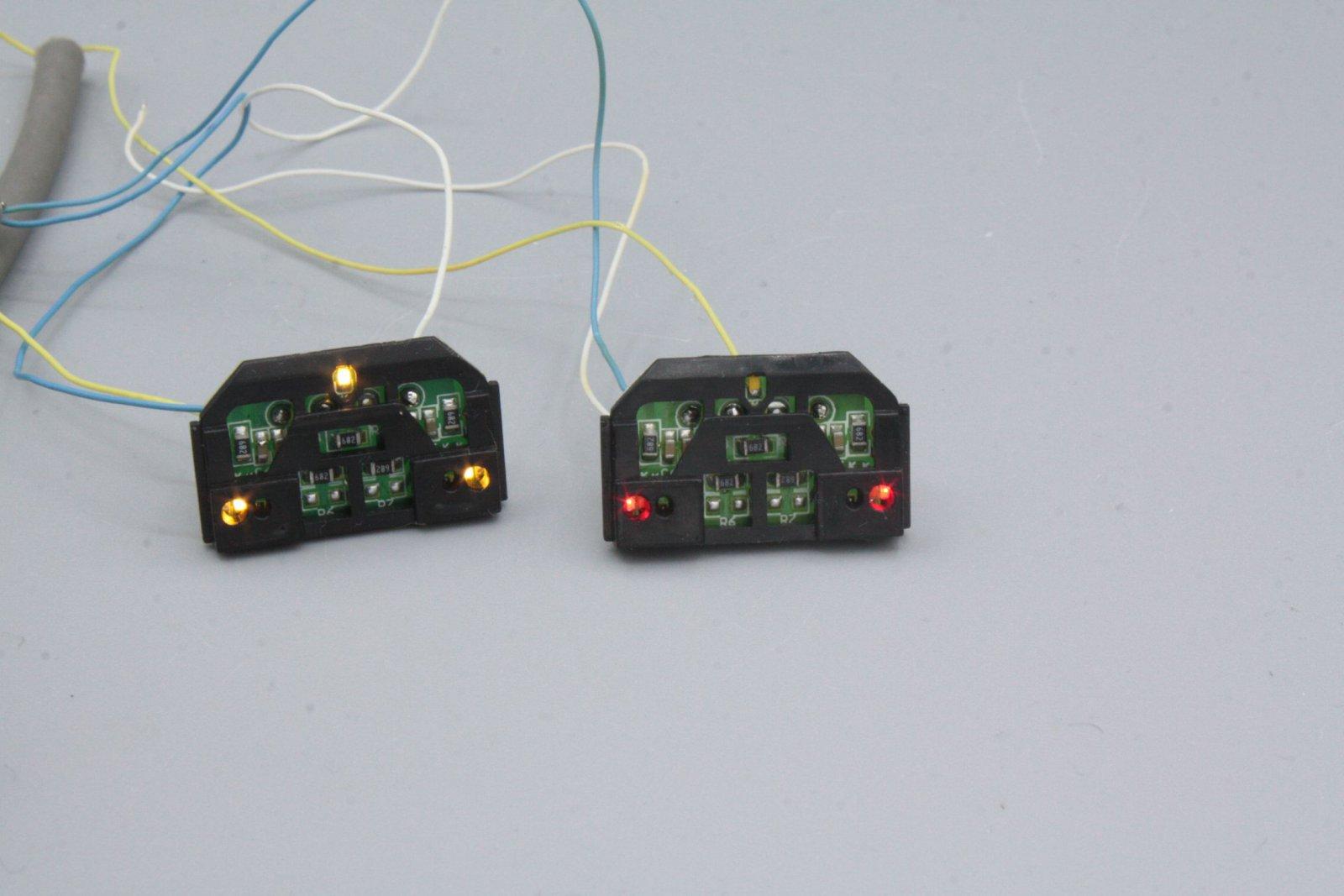 Ersatzteil Piko 185.2 / 146.2  Beleuchtungsplatinen mit Lichtwechsel weiß / rot