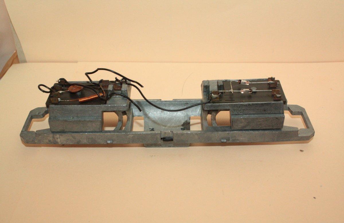 Ersatzteil Roco 215 / 218 älterer Rahmen für Rundmotor mit Platinenhalter