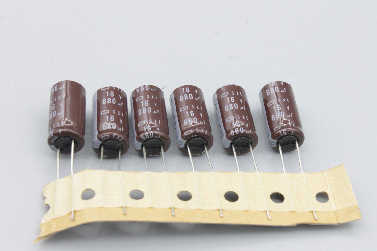 Elko 680µ 16V radial