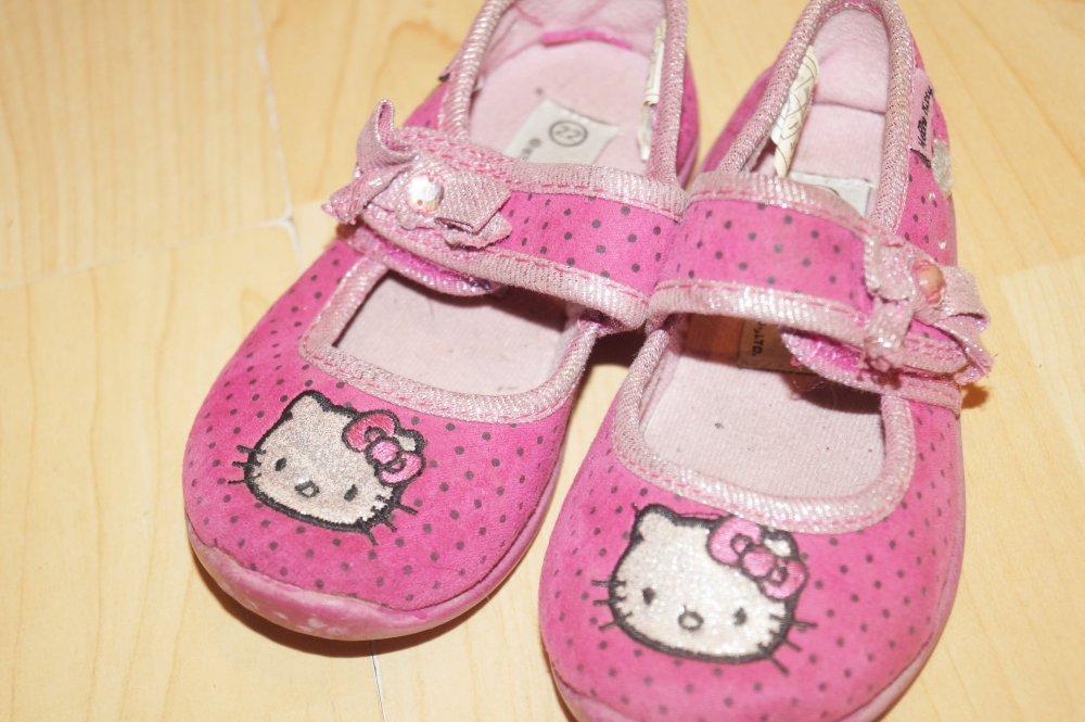 Details zu 4 Paar Mädchen Schuhe Gr. 22 Reebok , Converse All Star , Hello Kittyim Paket