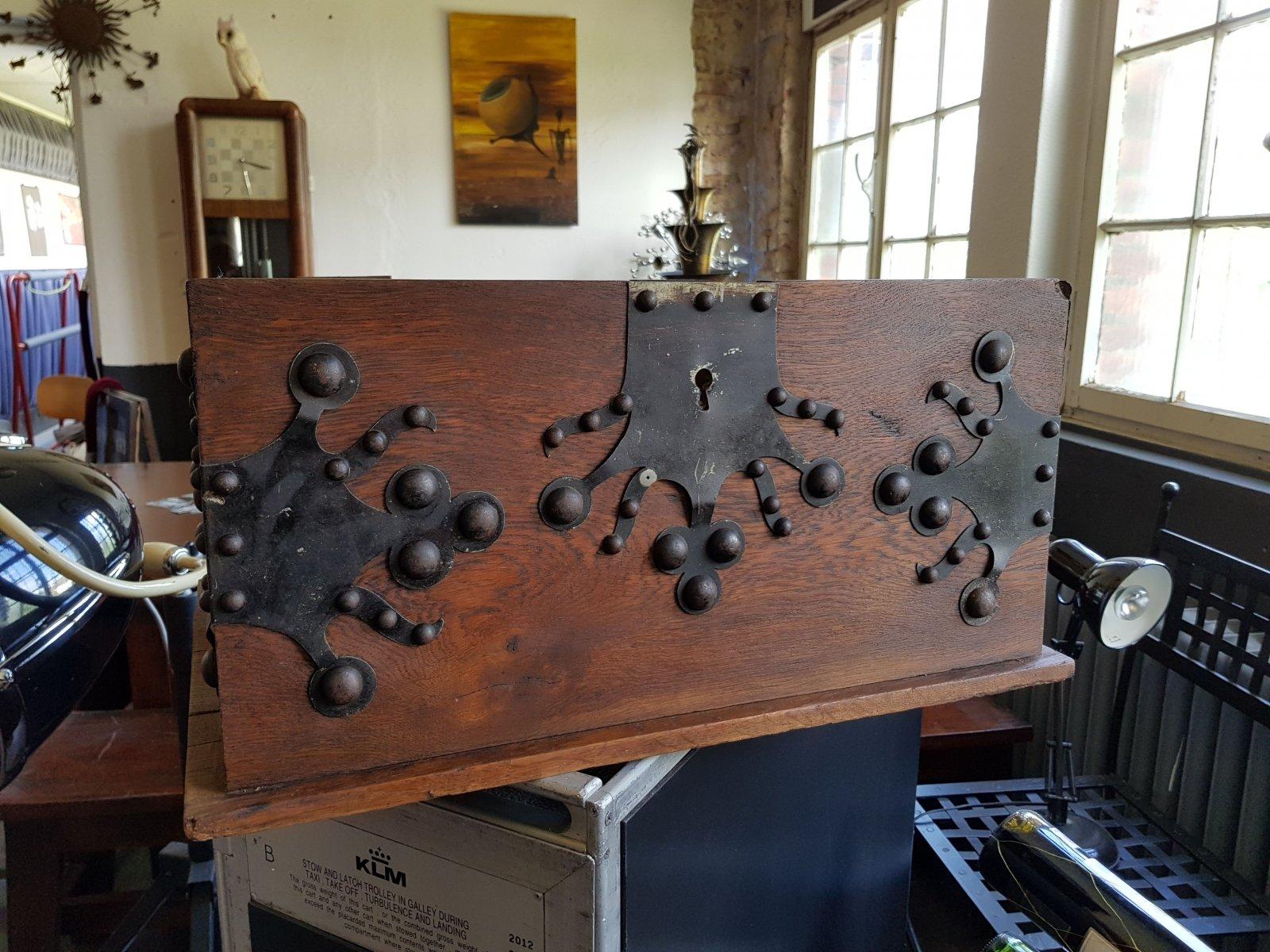 antik truhe kiste eisenbeschl ge holz massiv als schublade oder couchtisch ebay. Black Bedroom Furniture Sets. Home Design Ideas