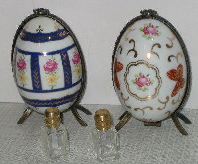 Ei Dose mit Parfümflakon Porzellanei Porzellandose Sammlerdose Rosendekor 9x5cm