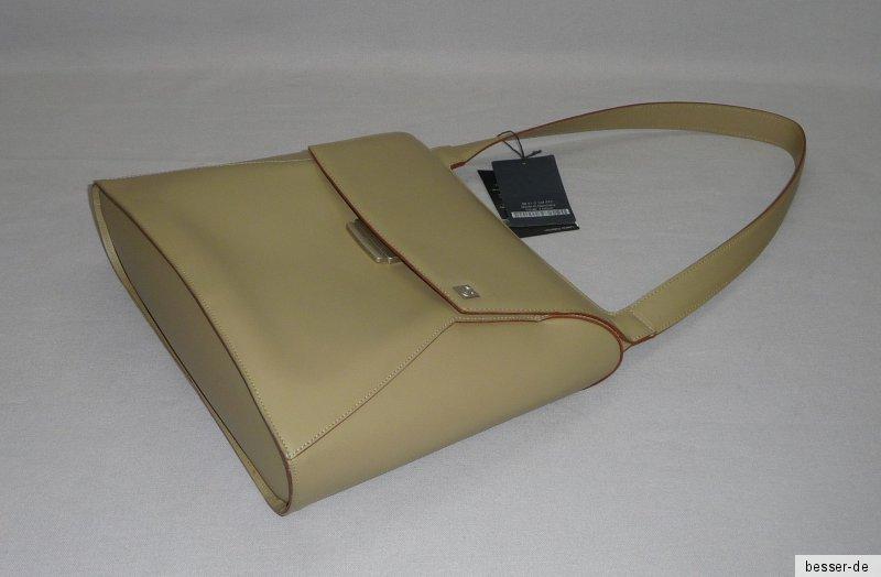 972112119b12c Angeboten wird eine Handtasche. BMW Design. Sportlich-elegante Umhängetasche  aus der BMW Lifestyle Collection ...