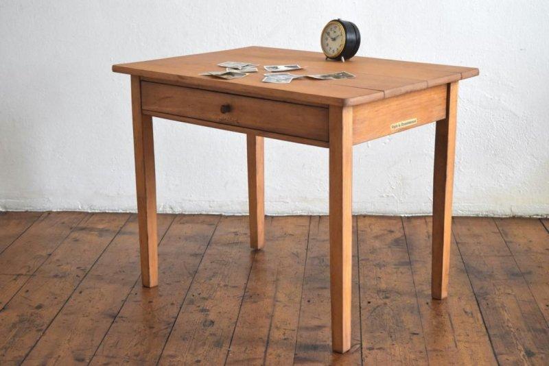 Sein Natürlicher Charakter Macht Diesen Tisch So Schön. Dabei Ist Er Stabil  Und Belastbar (Eichenholz). Er Schafft Klassischen Chic In Ihren Räumen.