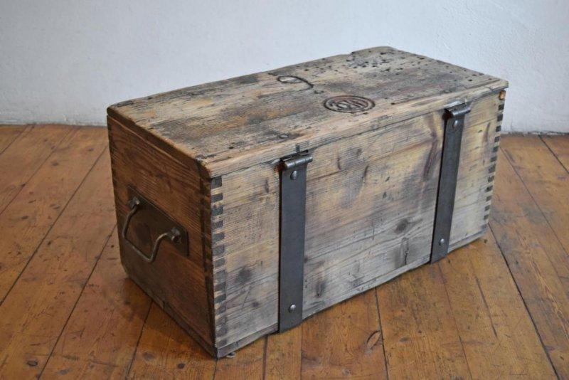 reisekiste kiste holz vintage couchtisch crate holzkiste. Black Bedroom Furniture Sets. Home Design Ideas