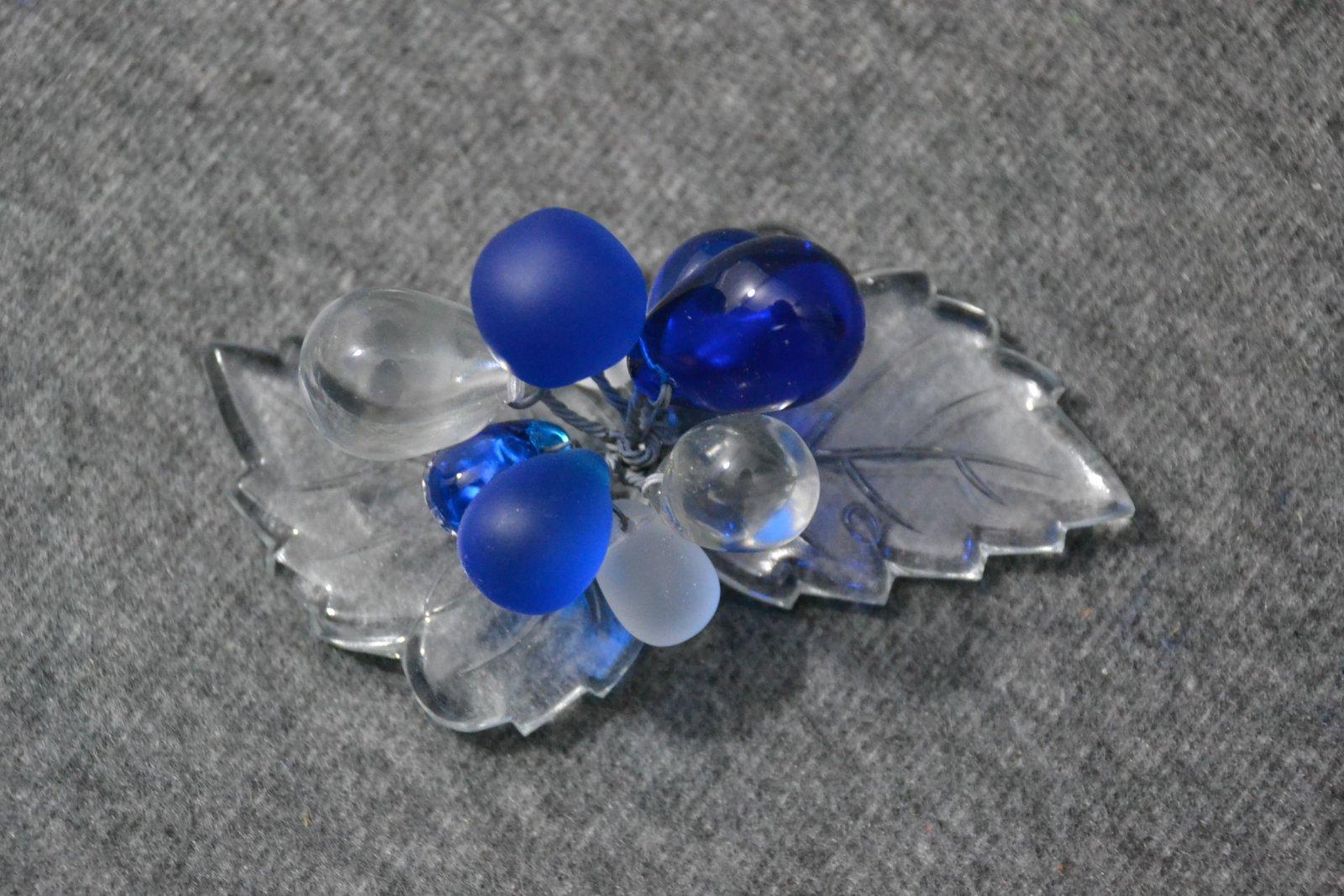 Details zu Glas, Schmuck, Brosche,2 Stück