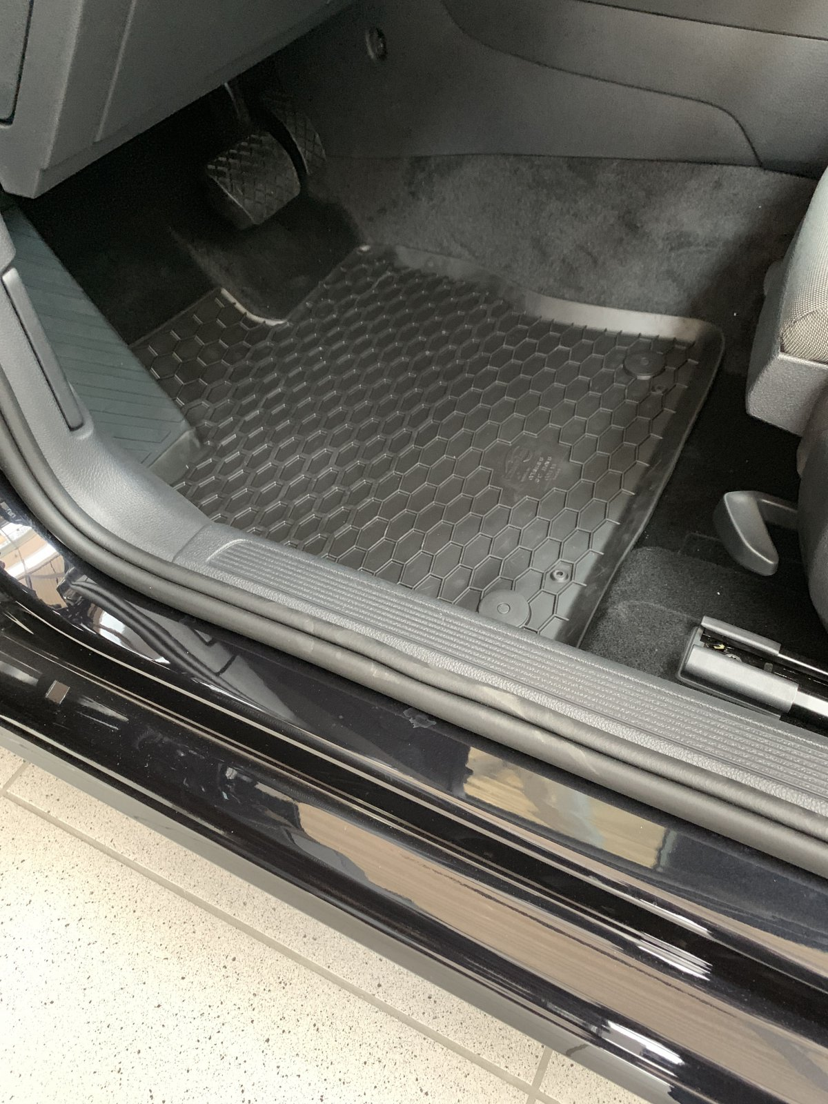 VW Passat 3G B8 Original Gummifußmatten Allwetterfußmatten Satz 3G1061550 041