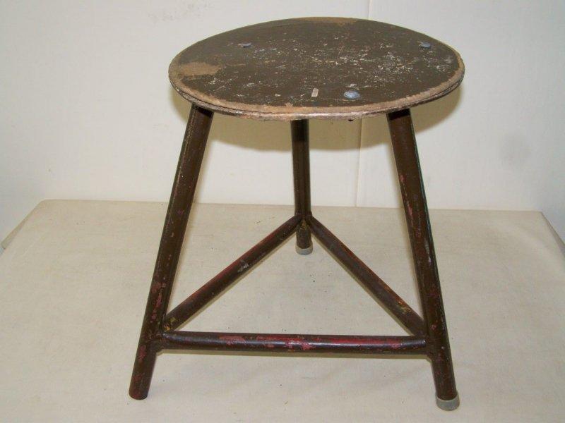 Vecchio sgabello da laboratorio design sgabello legno metallo