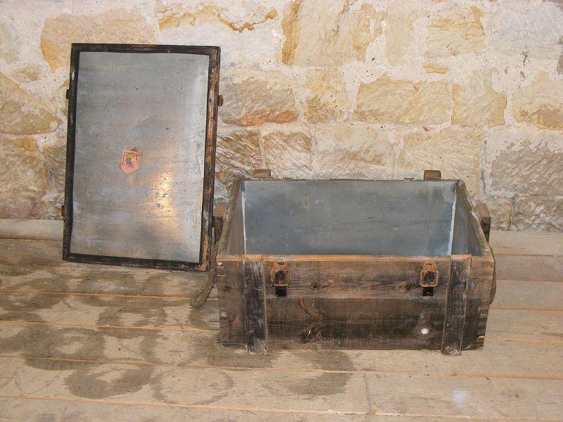 ancienne bo te de munitions caisse en bois mat riel 6 ferrures m tal wkii wh ebay. Black Bedroom Furniture Sets. Home Design Ideas