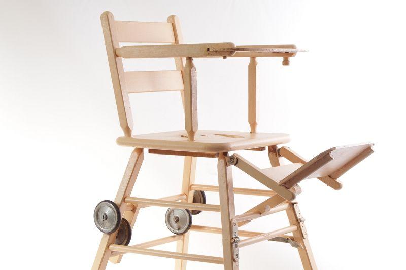 Vecchio seggiolone sedia per bambini legno tavolo da gioco for Tavolo e sedia bambini