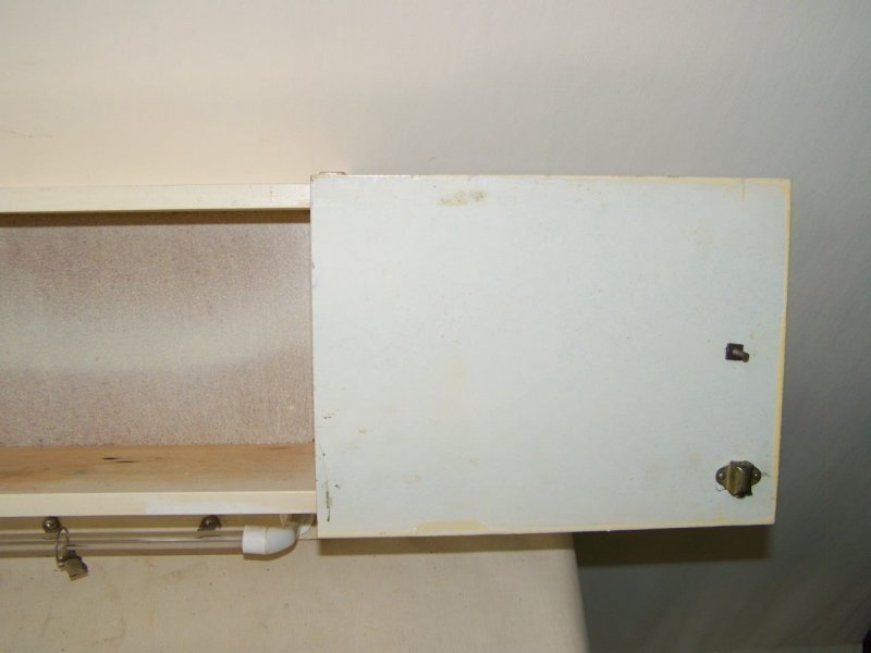 ancien porte serviettes tag re de cuisine placard bois porte serviette ebay. Black Bedroom Furniture Sets. Home Design Ideas
