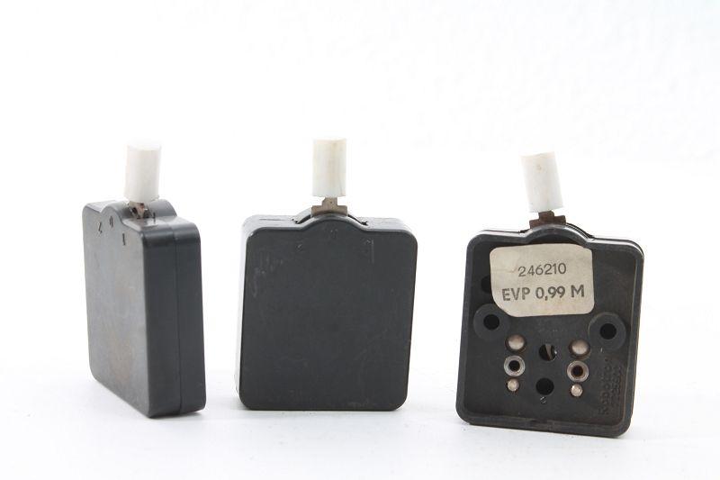 Alter Schalter Aufputz Kippschalter Lichtschalter schwarz Robotron 1,0,2
