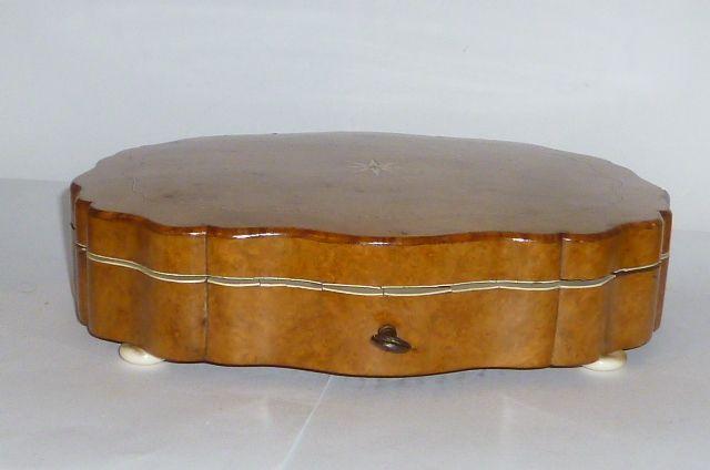 Antique marqueterie coffre en bois caisse de bijoux bo te for Coffre de couture